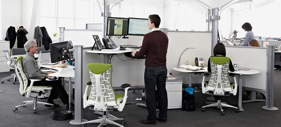 El brazo ergonomico mejora la posicion altura graduable monitor